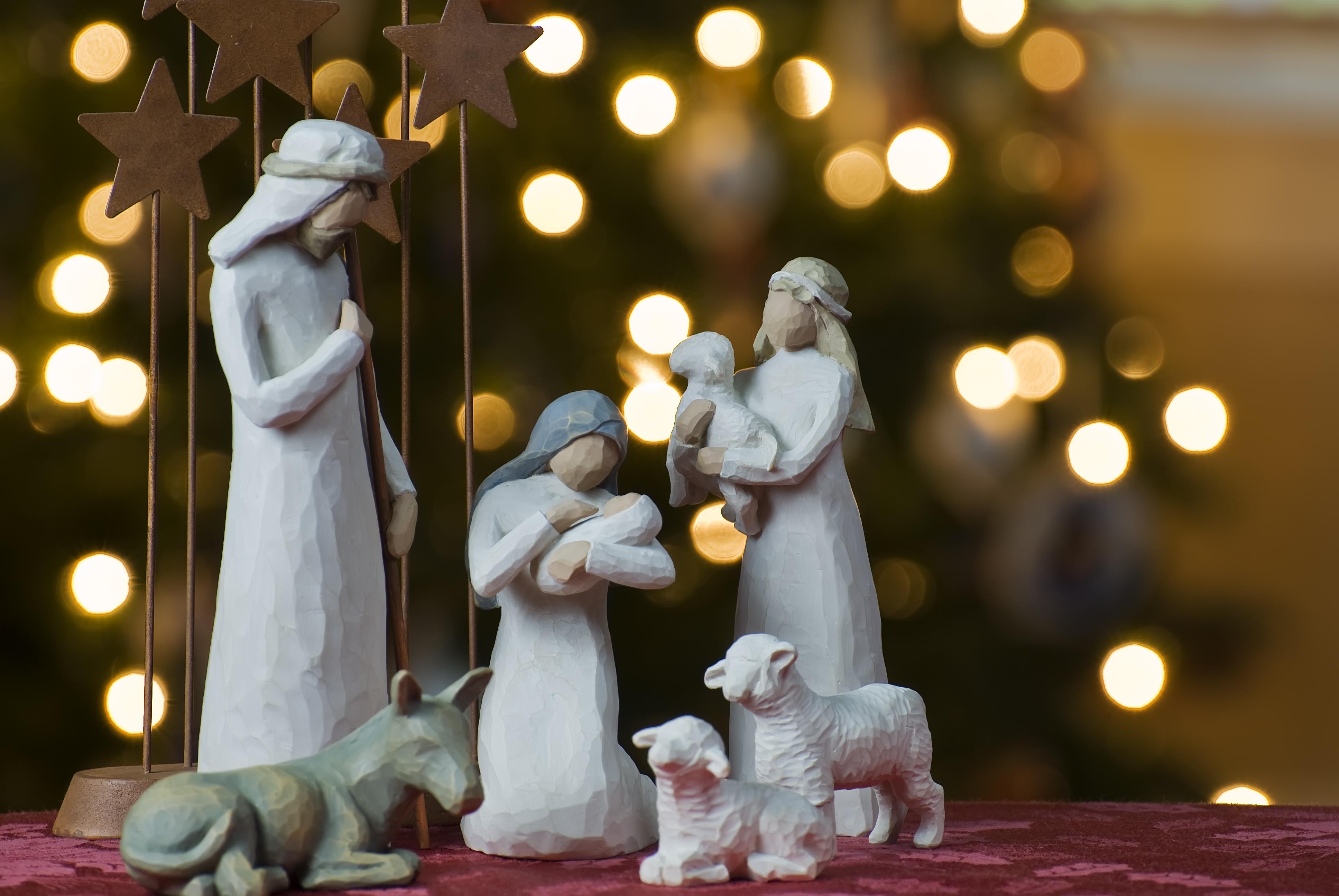 History of Christmas Trees - HISTORY | 2592x3872